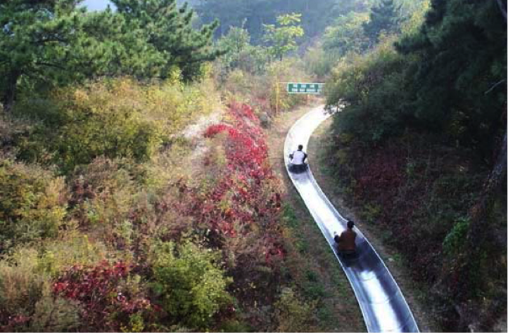 Jiankou to Mutianyu hike. Sliding down with the toboggan (Toboggan fee: adults 100 CNY, kids 60 CNY)